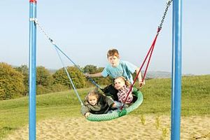 "Kinder im HUCK Easy-Swing ""Wabennest"""